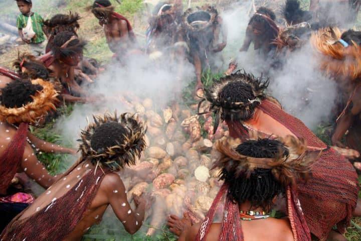 upacara-bakar-ubi-festival-baliem